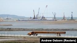 Строящийся мост через Керченский пролив со стороны Таманского полуострова. 4 апреля 2016 года.