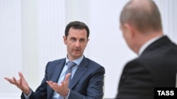 Башар Асад (слева) и Владимир Путин