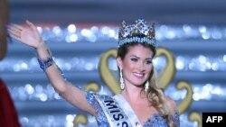 میریا لالاگونا رویو، ملکه زیبایی جهان در سال ۲۰۱۵