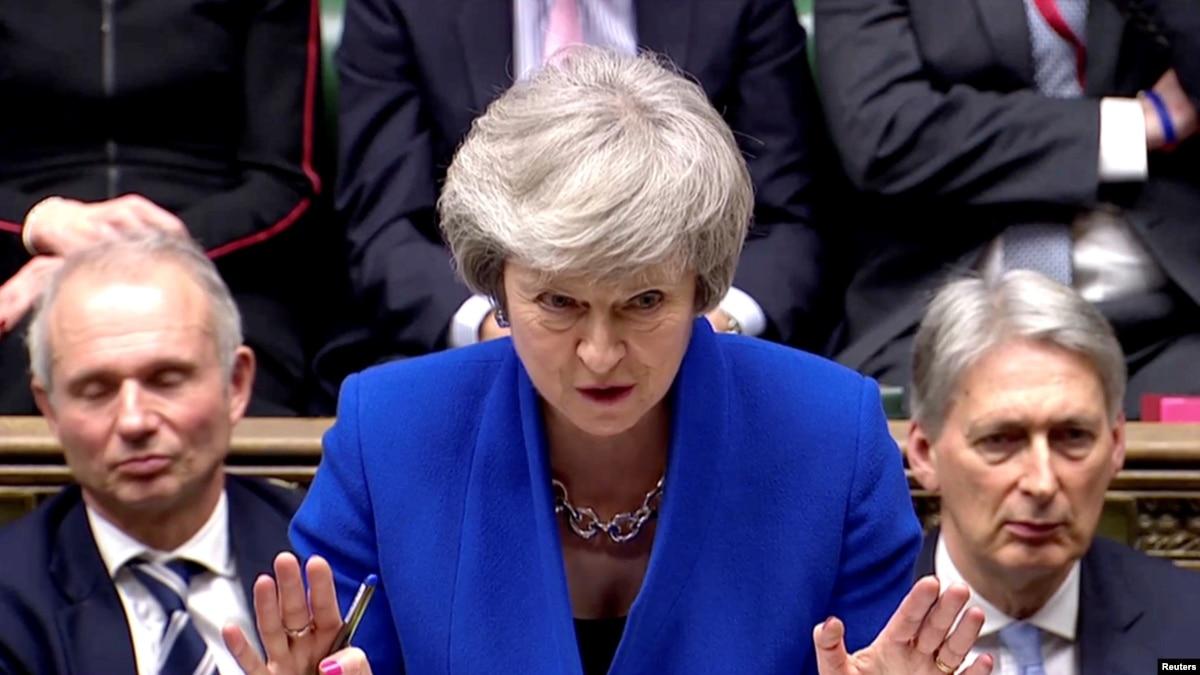Qeveria britanike i mbijeton votës së mosbesimit