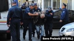 Crnogorska policija privodi osobe osumnjičene za pokušaj državnog udara, oktobar 2016.