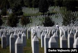 Кладбище жертв войны 1990-х годов в Боснии и Герцеговине. Местечко Поточари