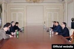 J.Gedmin və İlham.Əliyev üz-üzə