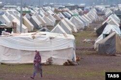 1993-cü ilin noyabrı, məcburi köçkünlər üçün çadır şəhərciklərindən biri