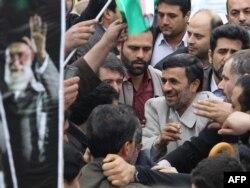 Mahmud Əhmədinejad tərəfdarları arasında. Tehranda mitinq, 2011