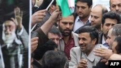 محمود احمدینژاد در مراسم سالگرد ۲۲ بهمن در میدان آزادی تهران