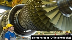 Siemens says that two gas turbines it sold for a power plant in Russia were diverted to the Ukrainian region of Crimea. (file photo)
