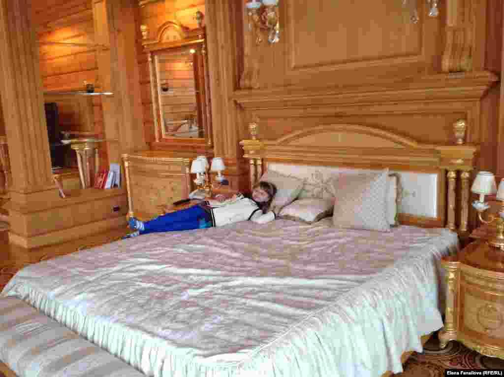 Потом в спальне Януковича