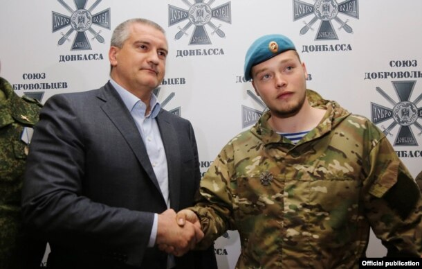Сергей Аксенов наградил орденом Алексея Мильчакова