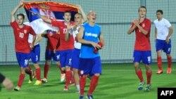 Reprezentativci Srbije slave nakon pobede nad Francuskom, 1. avgust 2013.