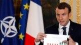 Preşedintele francez Emmanuel Macron prezentând un grafic cu cheltuielile pentru apărare. 19 decembrie 2017