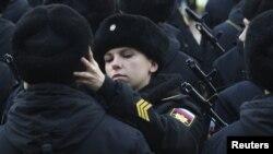 Призывник российского морского корпуса принимает присягу в порту Севастополя. Архивное фото