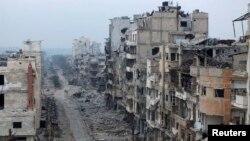 Разрушенные здания в сирийском городе Хомсе. 27 января 2014 года.
