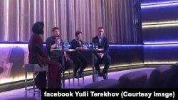 Юлій Терехов (праворуч) та Андрій Шараскін у Берліні представляють фільм «Кіборги». 29 листопада 2018 року.