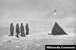 Amundsen və komandası cənub qütbünə Norveç bayrağı sancıb. 1911