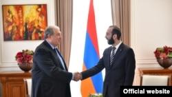 Президент Армении Армен Саркисян (слева) и председатель Национального собрания Армении Арарат Мирзоян, Ереван, 31 января 2019 г.