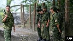 Жители Аибги жалуются на то, что в части села, которая находится на левом берегу реки Псоу, и является официально территорией Абхазии, появился пограничный пункт