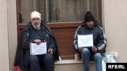 "Četvrti dan štrajkuju - radnici ""Trebinjeprevoza"""
