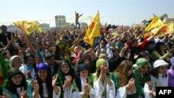 هزاران کرد شهرهای جنوب ترکیه فرارسیدن نوروز را جشن گرفته اند. (عکس از AFP)