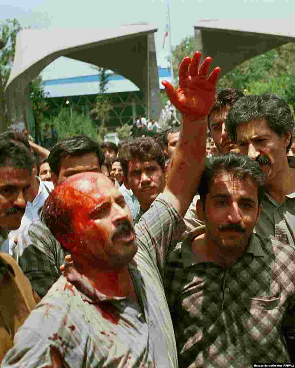 محمد خاتمی، رئیسجمهوری وقت، زمانی گفته بود نگران آن است که جای شاکيان و متهمان حادثه کوی دانشگاه عوض شود.