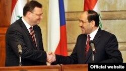 Премьер-министр Чехии Петр Нечас - слева