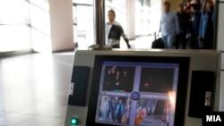 Сканирование пассажиров в аэропорту на наличие высокой температуры