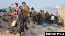 جنود ومقاتلون من أبناء العشائر في عامرية الفلوجة