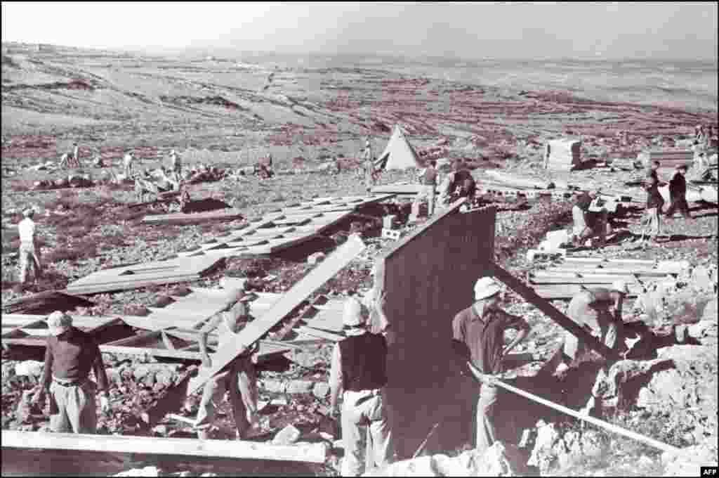 За півроку до проголошення незалежності, після резолюції Генеральної асамблеї ООН №181 євреї почали заселяти Палестину