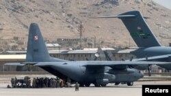 Avionët amerikanë në aeroportin e Kabulit. 17 gusht 2021.