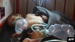 Дети, пострадавшие в результате предполагаемого применения химического оружия в сирийском городе Хан-Шейхун. Провинция Идлиб, 4 апреля 2017 года