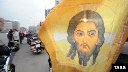 Так поддерживали автомобилисты РПЦ и Патриарха Кирилла в Москве в апреле 2012 года