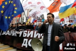 Ilya Yashin addresses supporters during a rally to mark the fifth anniversary of opposition politician Boris Nemtsov's assassination in Moscow in February 2020.