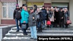 Гражданские активисты, пришедшие поддержать товарищей к зданию суда, Ростов, 22 января 2018