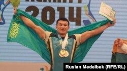 Жасулан Кыдырбаев стал чемпионом мира по тяжеой атлетике. Алматы, 14 ноября 2014 года.