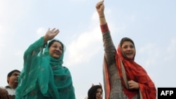 FILEMaryam Nawaz (R), daughter and Kulsoom Nawaz (L) wife of former Pakistan's premier Nawaz Sharif wave to supporters.