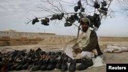 Продавець взуття в Пакистані, ілюстраційне фото