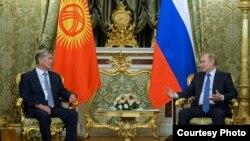 Алмазбек Атамбаев и Владимир Путин.