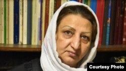 به حکم دادگاه انقلاب اسلامی، شهناز اکملی همچنین از هرگونه عضويت در فضای مجازی و گروههای سياسی محروم شده است.