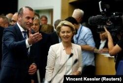Урзула фон дер Лаєн (с) уже прибула до Європарламенту, щоб переконати підтримати її, Страсбург, 3 липня 2019 року
