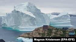 Гренландия ороли яқинидаги айсберг