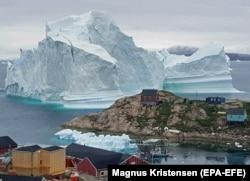 Айсберг у побережья Гренландии