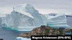 Гренляндиядаги муз тоғлари.