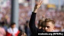 «Марш героев» в Минске: минимум сто тысяч протестующих и «спортсмены с народом»