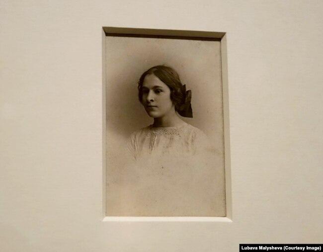Молодая Елена Дьяконова, 1911 год, работа А. Steiker из коллекции Emmanuel Boussard Library, London