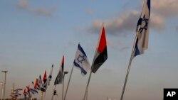 پرچم های اسرائیل و امارات برای نخستین بار در فرودگاه ابوظبی در کنار هم برافراشته شدند