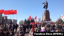 Антимайдан у памятника Ленину