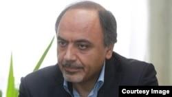 حمید ابوطالبی، دیپلمات ایرانی، اتهام دست داشتن در گروگانگیری کارکنان سفارت آمریکا در تهران را رد میکند.