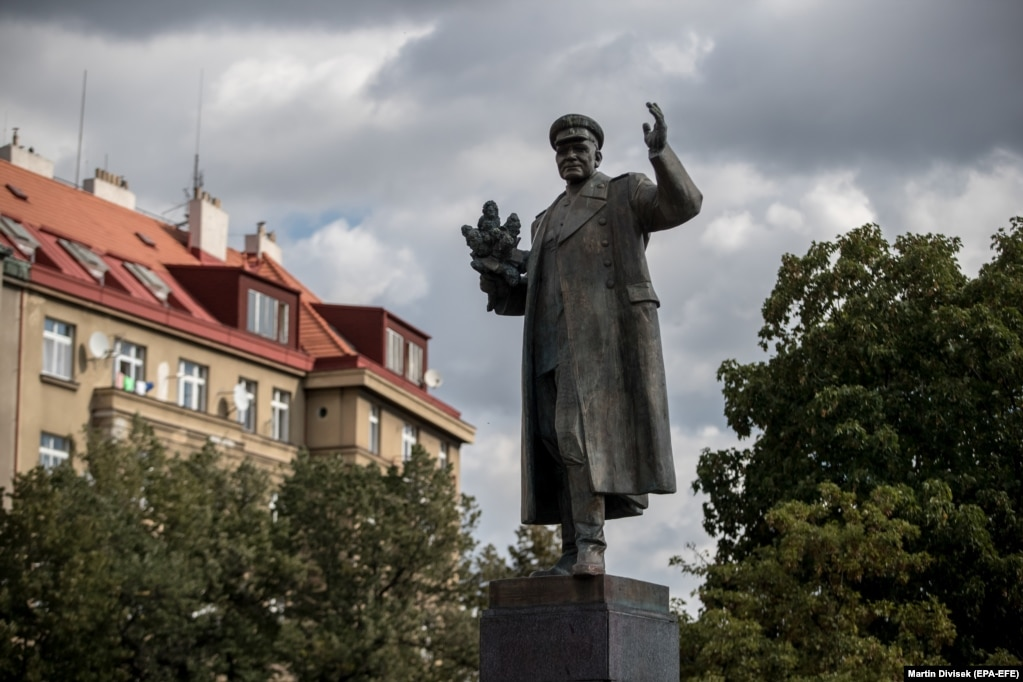 The monument to Ivan Stepanovic Konev as seen before the controversy in Prague.