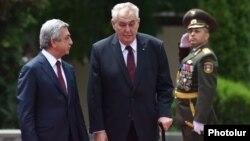 میلوش زیمان رئیس جمهور چِک و سرژ سرکسیان همتای ارمنستانی اش