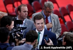 Donald Trump's then-campaign chairman, Paul Manafort, is surrounded by reporters on the floor of the Republican National Convention in Cleveland on July 17, 2016.